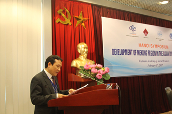 Assoc. Prof., Dr. Nguyen Hong Son (University of Economics and Business) was delivering his speech at the symposium