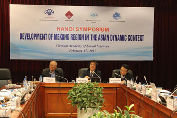 Assoc. Prof., Dr. Vo Dai Luoc (left), Prof., Dr. Tran Van Tho (right) co-chaired the symposium