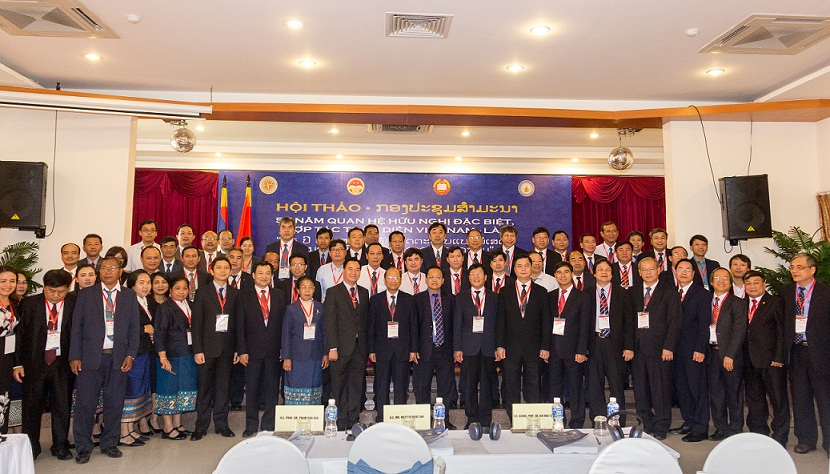 The delegations took photo together