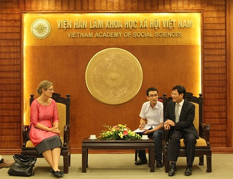 Prof.Dr. Nguyen Quang Thuan and Ms. Louise Chamberlain<br>in the meeting
