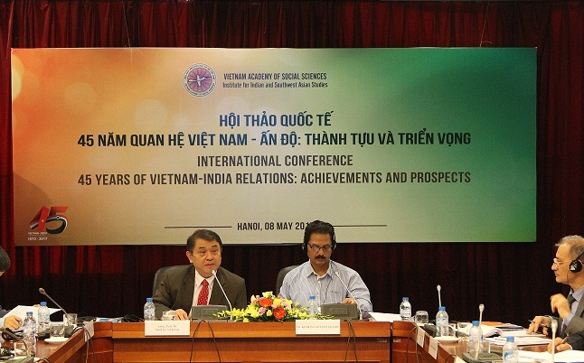 Assoc.Prof.Dr. Ngo Xuan Binh and Keshav Govind Parande, ICSSR presided over the Session 2