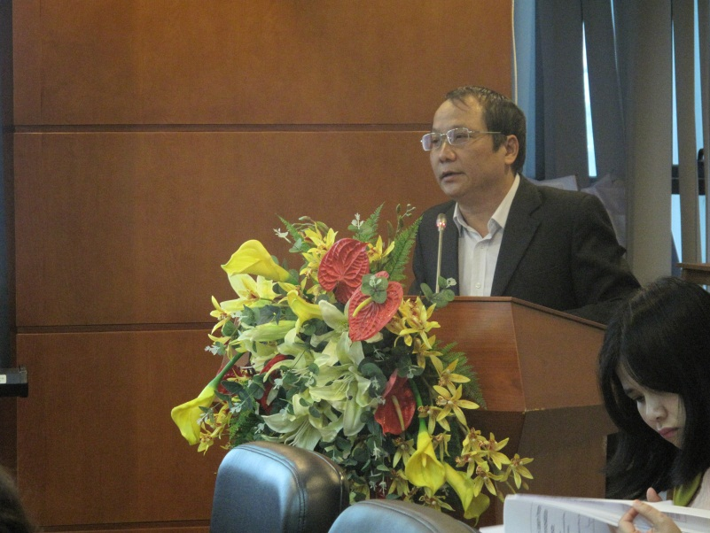 PhD. Nguyen Thang, Director of the Center for Forecast and Analysis, presented the report at the workshop