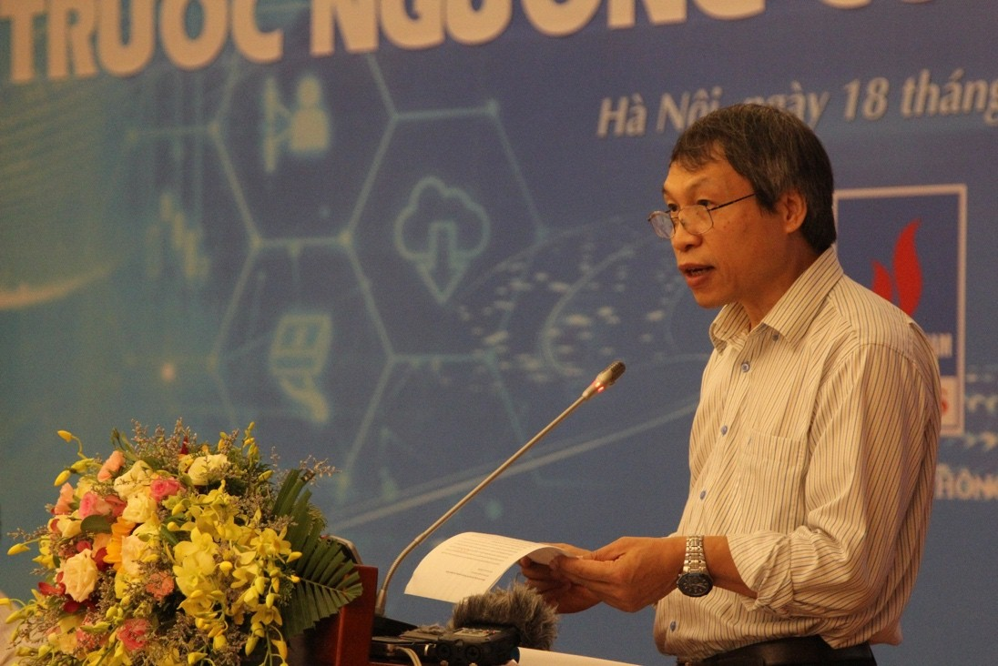 Assoc.Prof.Dr. Bui Quang Tuan, Director of Vietnam Institute of Economics spoke at the seminar