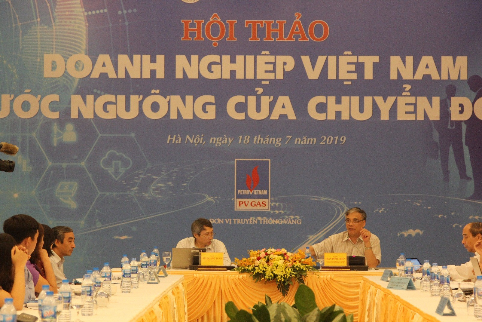 Assoc. Prof.Dr. Bui Quang Tuan (left) and Assoc.Prof.Dr. Tran Dinh Thien (right) co-chaired the seminar
