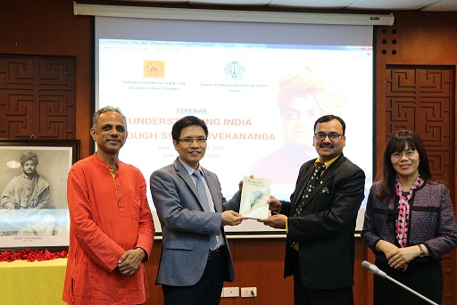 Mr. Sri Subhash Gupta, Deputy Indian Ambassador in Vietnam and Dr. G.B. Harisha, Director of Swami Vivekananda Cultural Centre gifted the book to Assoc.Prof.Dr. Nguyen Xuan Trung, Director of VIISAS, VASS