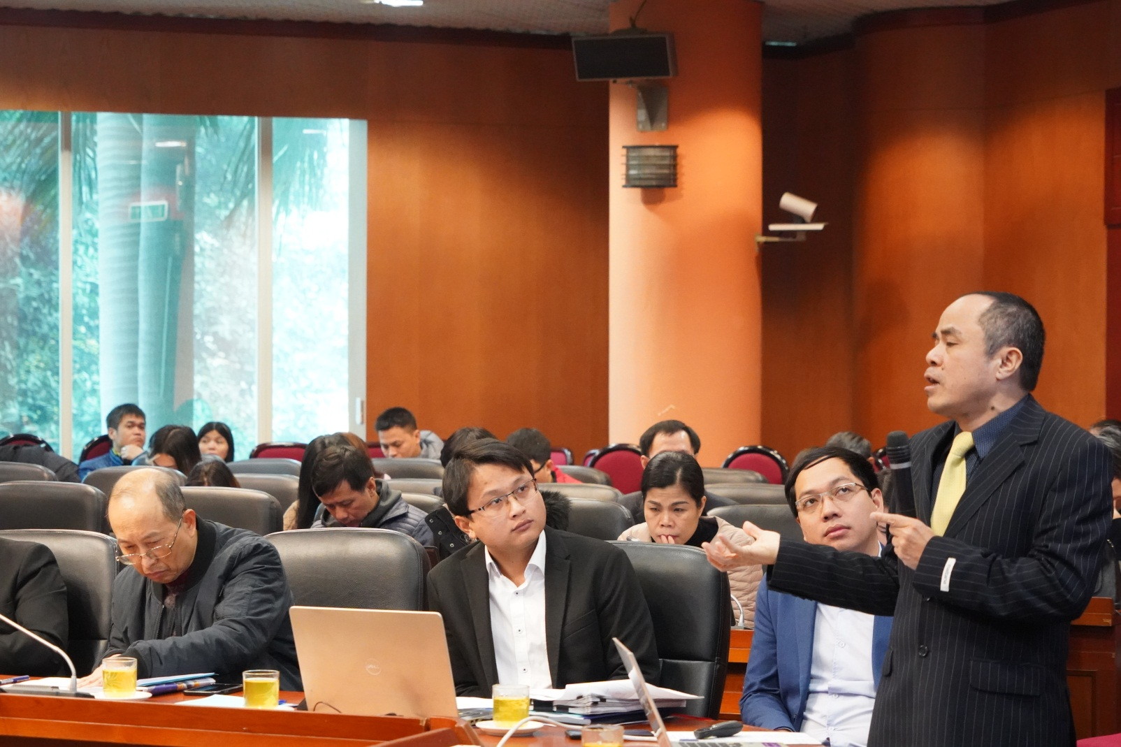 TS. Le Xuan Sang, Deputy Director of the Vietnam Economic Institute, gave a presentation at the seminar