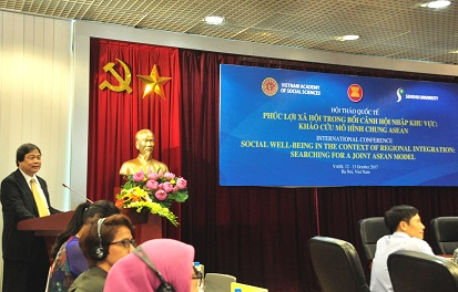 Assoc.Prof.Dr. Dang Nguyen Anh - Vice President of the Academy delivered the opening speech