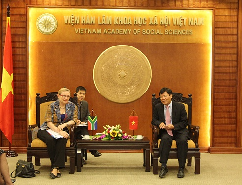 Prof. Dr. Nguyen Quang Thuan and Ms. Helen Zille at the meeting