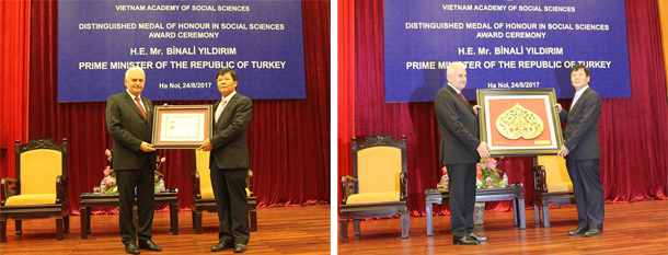 President of Vietnam Academy of Social Sciences - Prof.Dr. Nguyen Quang Thuan awarded medal for the cause of social sciences and souvenirs to the Prime Minister of the Republic of Turkey Binali Yıldırım