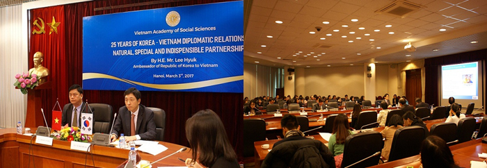 Mr Lee Hyuk, Korean Ambassador to Vietnam, was giving his presentation to the seminar